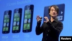 Joe Belfiore, vicepresidente cosporativo de Microsoft, fue el encargado de presentar el nuevo sistema operativo para móviles Windows Phone en San Francisco, California.