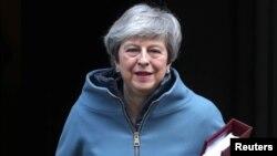 테레사 메이 영국 통리가 20일 오전 런던 의회에 참석하기 위해 총리 관저를 나서고 있다.