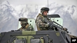 Иванов ги посети македонските војници во Авганистан