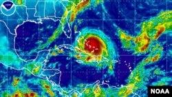 El hurcán Joaquín (en rojo) sobre las islas Bermudas el jueves por la mañana.