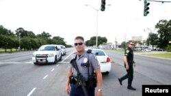Maafisa watatu wa polisi waliuawa na wengine kujeruhiwa siku ya Jumapili baada ya mtu aliyekuwa na bunduki kuwashambulia katika mji wa Baton Rouge, Luisiana, nchini Marekani.