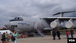 2013年莫斯科航展上的新型伊尔-76运输机。(美国之音白桦拍摄)