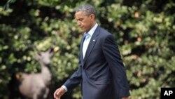 El presidente Obama está de vacaciones pero sin apartarse de los temas críticos.