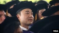 薄瓜瓜哥大毕业成法律博士(美国之音章真拍摄)