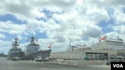 中国海军舰船停靠在珍珠港(美国之音黎堡拍摄)