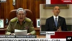 古巴电视画面显示奥巴马和劳尔•卡斯特罗同时宣布两国将恢复邦交