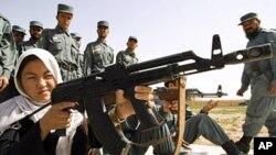 افغان نیشنل پولیس کی ایک زیر تربیت اہلکار