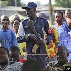Un policier ivorien lors d'une manifestation à Abidjan