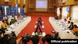 ကခ်င္လူသားခ်င္းစာနာမႈ ေကာ္မတီ (KHCC) နဲ႔ အမ်ိဳးသားျပန္လည္သင့္ျမတ္ေရးနဲ႔ ၿငိမ္းခ်မ္း ေရးေကာ္မတီ (NRPC) ေဆြးေႏြးပြဲ (ဓာတ္ပံု-NRPC)
