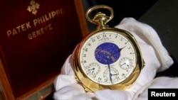 """Jam """"The Henry Graves Supercomplication"""" hasil karya Patek Philippe, saat dilelang di Rumah Lelang Sotheby's, Genewa (5/11)."""