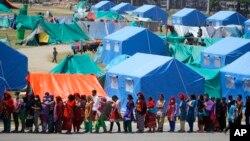 尼泊爾發生7.8級強震8天之後倖存者居於帳篷。