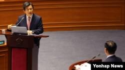황교안 한국 국무총리가 5일 국회 본 회의장에서 열린 대정부 질문에 출석했다.