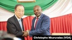 Rencontre entre Ban Ki-moon et le président burundais Pierre Nkurunziza le 23 février 2016 à Bujumbura. (VOA/Christophe Nkurunziza)