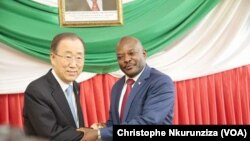 23일 아프리카 브룬디 수도 부줌부라 시에서 반기문 사무총장(왼쪽)과 피에르 은쿠룬지자 부른디 대통령이 회동했다.