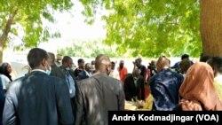 Les autorités de la Céni au lancement de la révision du fichier électoral au Tchad, le 25 octobre 2020. (VOA/André Kodmadjingar)
