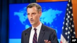 资料照片:美国国务院发言人普赖斯在国务院举行的记者会上讲话。(2021年8月16日)