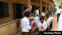 Im Chaem and a Christian missionary group handed out donated school supplies to students in Anlong Veng district, Oddar Meanchey province, Cambodia, November 2017. (Courtesy photo of pastor Touch Chanthou)