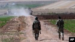 Турецькі солдати патрулюють кордон із Сирією