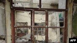 Артиллерийским огнем сирийской армии повреждены здания в Баба-Амре, в сирийской провинции Хомс. 9 февраля 2012 г.