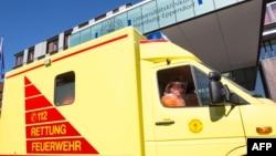 救護車運送感染了伊波拉病毒的病人抵達德國漢堡一家醫院