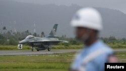 Môt chiến đấu cơ F-16 đáp xuống căn cứ không quân Raden Sadjad trên đảo Natuna, thuộc quần đảo Riau của Indonesia hôm 7/1/2020. Antara Foto/M Risyal Hidayat/ via REUTERS