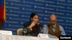 Yoani Sánchez durante su ponencia en la Universidad de Columbia, en Nueva York cuando recibió su premio. [Foto: Cortesía Twitter del periodista Nelson Bocaranda].