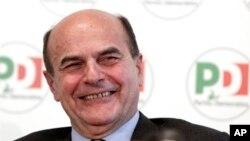 Pemimpin Partai Demokrat Italia Pier Luigi Bersani dalam jumpa pers dengan jaksa anti-mafia nasional Pietro Grasso, di Roma, 2012. (Foto: Dok)