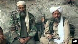 本.拉登(左)2001年10月的资料照