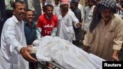 8月6日被不知名的分裂主義叛亂分子劫持並殺害的受害者之一的遺體。