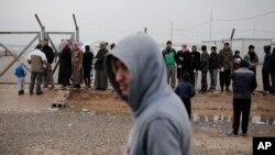 مشرقی موصل میں عارضی پناہ گاہوں میں مقیم افراد