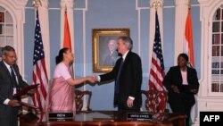 Заместитель госсекретаря США по политическим вопросам Билл Бернс и посол Индии в США Мира Шанкар подписали Условия и процедуры выполнения Соглашения о сотрудничестве в сфере мирного использования ядерной энергии