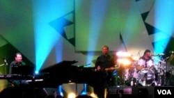 Dua musisi jazz Amerika, Jeff Lorber dan Jeff Pescatto memainkan 4 lagu ciptaan SBY dalam Java Jazz festival 2012 di Jakarta (2/3).