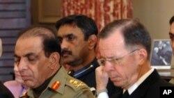 巴基斯坦陸軍參謀長卡亞尼將軍(左)和美國參謀長聯席會議主席馬倫上將在華盛頓出席美巴對話(資料照片)