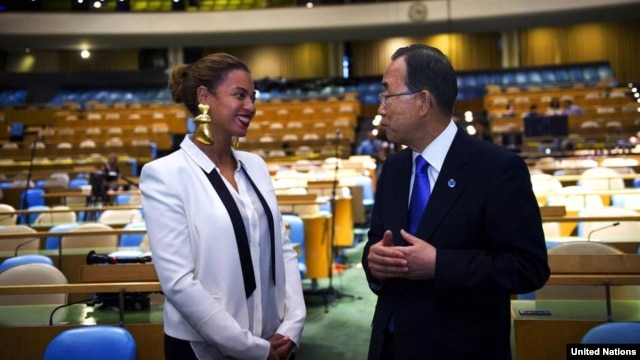 """Secretary-General Ban Ki-moon speaks with Beyoncé Knowles, an American singer and songwriter, August 9, 2012, during rehearsals in the General Assembly Hall for the recording of the song, """"I Was Here,"""" in front of a live audience."""