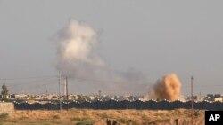 Asap mengepul saat terjadinya serangan ofensif militer Irak ke kota Fallujah di Irak, 30 Mei 2016 (Foto: dok).