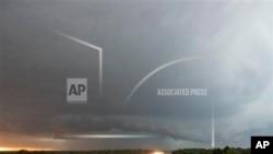Badai tornado kembali melanda negara bagian Oklahoma, AS dan menewaskan sedikitnya 5 orang.