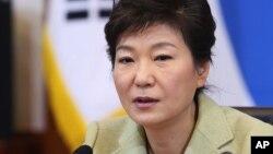 박근혜 한국 대통령이 지난달 10일 국무회의에서 발언하고 있다. (자료사진)