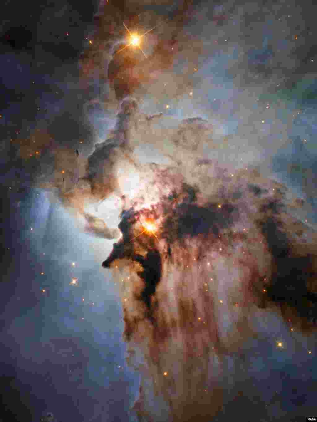រូបភាពថ្មីមួយនេះពីតេលេទស្សន៍ Hubble Space Telescope បង្ហាញពីណេប៊ុយឡា Lagoon ដែលជាណេប៊ុយឡាមួយដែលមានឈ្មោះស្តាប់ទៅប្រកបដោយភាពស្ងាត់ជ្រងំ។ ណេប៊ុយឡានេះ ជាតំបន់មួយដែលមានពោរពេញទៅដោយខ្យល់បក់ខ្លាំងពីតារាដែលមានកម្តៅខ្លាំង ចរន្តខ្យល់បោកបក់ខ្លាំង និងបង្គុំតារាប្រកបដោយថាមពលខ្ពស់ ដែលទាំងអស់នេះស្ថិតនៅក្នុងបណ្តុំឧស្ម័នស្មុគស្មាញ និងបណ្តុំធូលីងងឹតស្លុងមួយ។