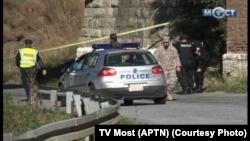Policija na mestu napada u Zvečanima