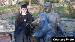 Mahmuda Saydumarova 2012-yil Indiana universitetidan ingliz tilini chet tili sifatida o'qitish bo'yicha magistrlik darajasini oldi.