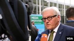 德国外长施泰因迈尔接受采访。