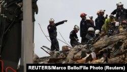 У Флориді тривають рятувальні і пошукові роботи на місці обвалу житлового будинку