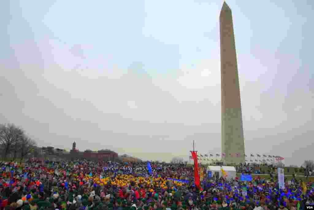 У монумента Вашингтона