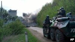 24일 우크라이나 정부군이 친러시아 세력 근거지를 공격해 무력충돌이 일어났다.