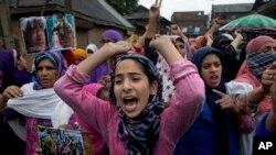 بھارت کے زیرِ انتظام کشمیر میں وقتاً فوقتاً احتجاج بھی ہوتا رہتا ہے۔