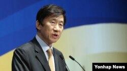 윤병세 한국 외교부 장관이 3일 민주평화통일자문회의 주최로 열린 제16기 해외지역회의에서 정부의 외교정책 추진방향에 대해 설명하고 있다.