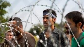 Emigrantët në kufirin e mbyllur me Hungarinë, gjendja e paqartë
