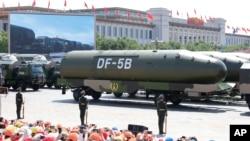 Phi đạn đạn đạo liên lục DF-5B được phô diễn trong cuộc duyệt binh ở Bắc Kinh hôm 3/9/2015 để kỷ niệm 70 kết thúc Thế chiến thứ hai.