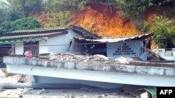 Nhà cửa bị hư hại trong trận động đất ở Tarlay, Miến Ðiện