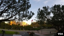 欧文加大的旗杆是该校地标(美国之音国符拍摄)